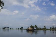 Feel the beauty and rhythm of backwaters | Kumarakom Houseboat Holidays