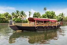 Best way to explore Alleppey backwaters| Kumarakom Houseboat Holidays